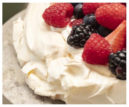 Berries & cream pavlova